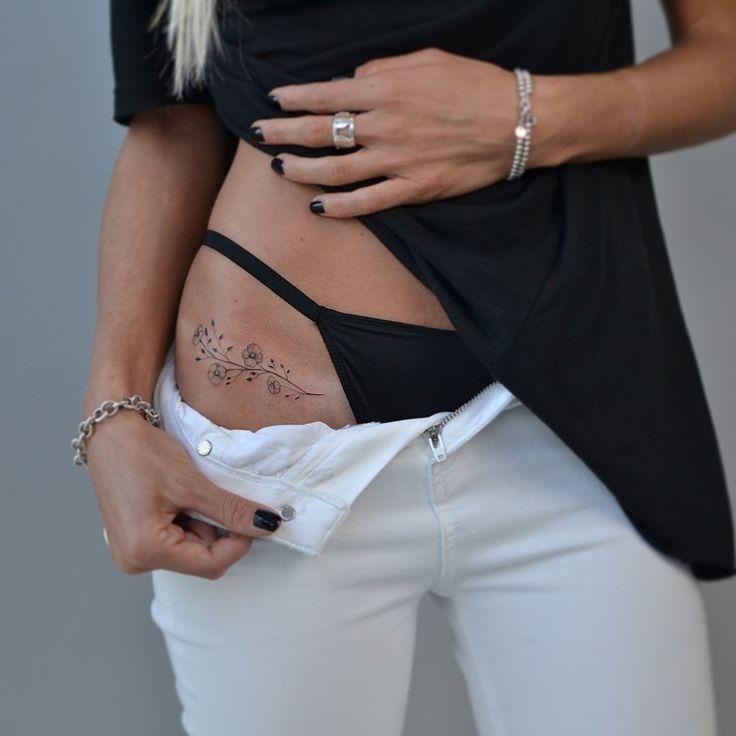 L'élégance du tatouage floral vue par Dalmontt