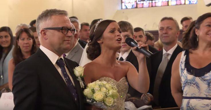 Romantickejší svadobný pochod sme snáď ešte ani nevideli. Maria spievala svojej polovičke počas príchodu k oltáru, pripojil sa k nej aj hrdý svadobný...