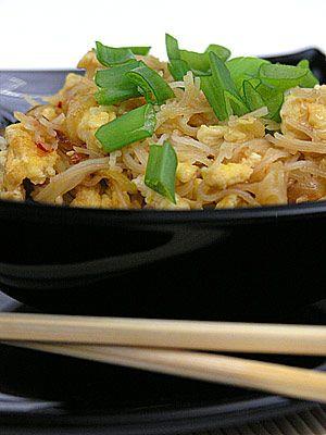 Makaron ryżowy smażony z jajkiem