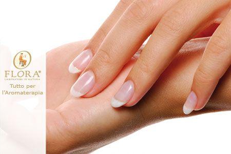 Le unghie possono indebolirsi e spezzarsi. Scopri i rimedi naturali con gli oli essenziali che rendono le unghie forti e resistenti.