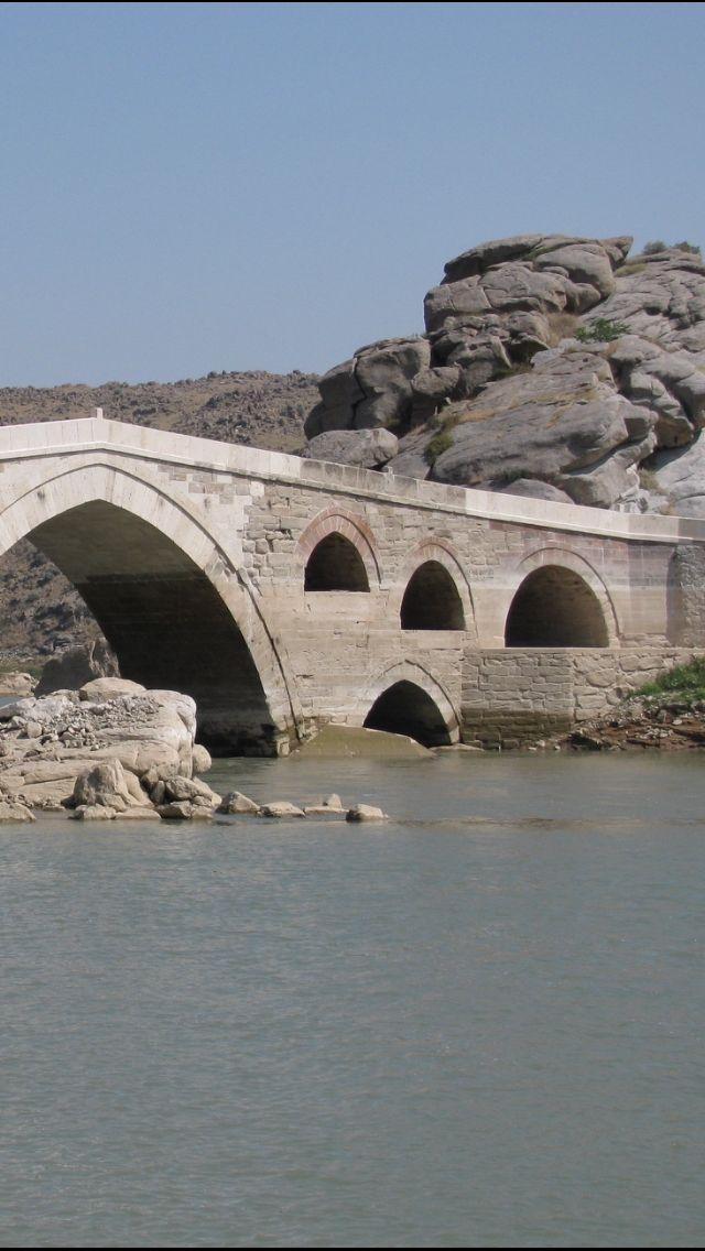 Çeşnigir köprüsü / KIRIKKALE.