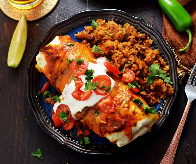 Awesome Slow Cooker Smothered Beef Burritos  I love this recipe! This is slow cooked beef in a tomato-chile mixture until it's falling apart. Awesome tender beef shredded and smothered…