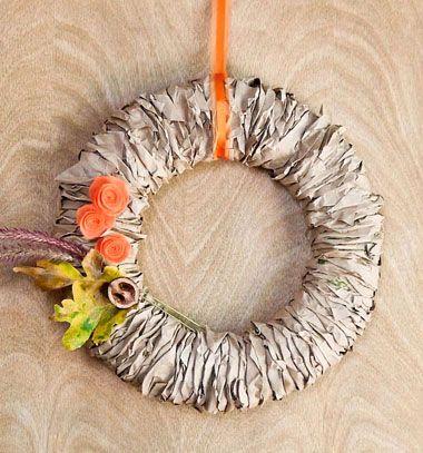 Easy DIY fall wreath from upcycled paper bags // Egyszerű őszi koszorú gyűrt - tekert papír csíkokból // Mindy - craft tutorial collection // #crafts #DIY #craftTutorial #tutorial #Upcycling #RecyclingCraft #UpcyclingCraft #PaperCraft #KreatívÚjrahasznosítás
