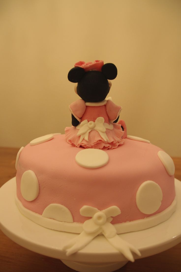 The back of the Minnie Mouse cake