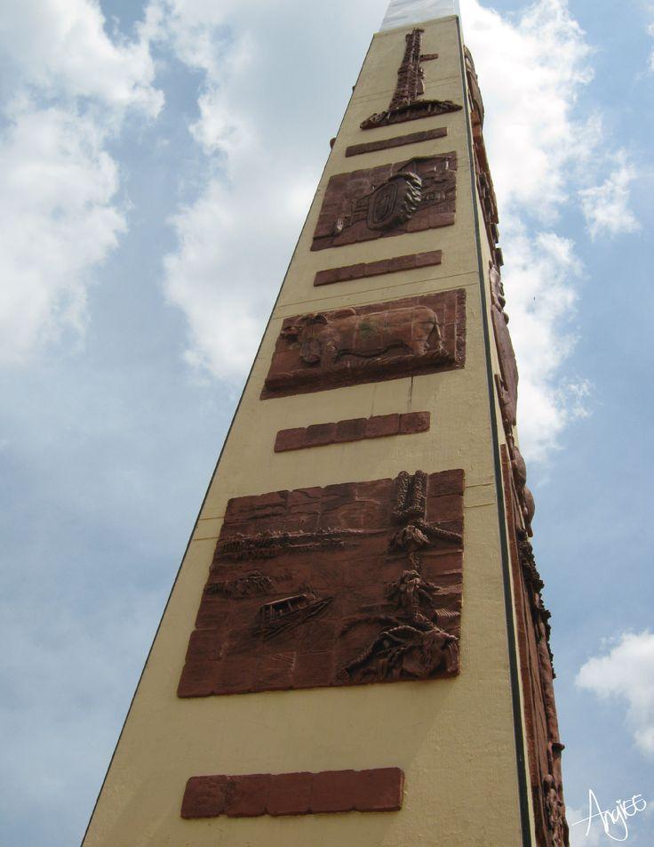 Colombia y sus hermosos monumentos como el Obelisco de Puerto López. Lugar: Puerto López Meta Angiee Padilla© 2016 todos los derechos reservados.