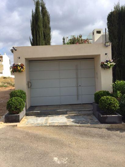 Nikolas Dorizas Architect Architettura IUAV Venezia Tel: +30.210.4514048 Address: 36 Akti Themistokleous – Marina Zeas, Piraeus 18537 Μονοκατοικία στη Βούλα για ένα νέο ζευγάρι, σε 3 επίπεδα, με πισίνα.