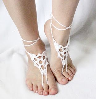 In Karapoozville: Barefoot Crochet Sandals Pattern    @Mandy Bryant OBrien Troyer  is this what you were talking about??
