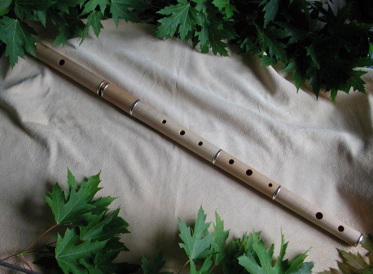 Rudall & Rose 5501 based transverse flute keyless model for Irish music.