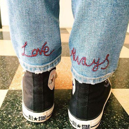 Un jean brodé romantique