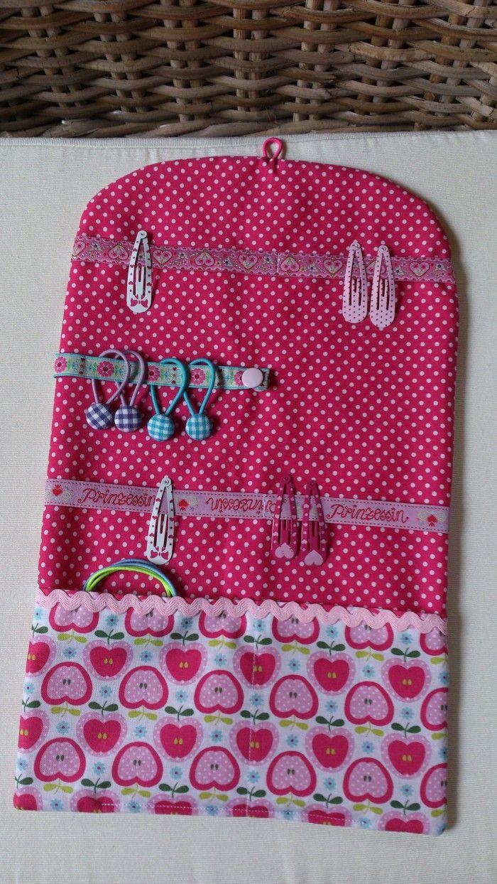 Super handig voor kleine meisjes met lang Haar,je Kunt het mapje ophangen,en voor een Logeerpartijtje opvouwen sluiten en meenemen!! Made by me  Creative Happiness dawanda!