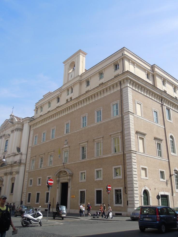 Pontificia Universita della Santa Croce, Piazza di Sant'Apollinare