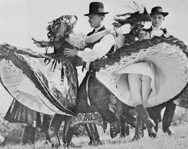 1938: Hungarian Folk Dancers (Czardas). Photographer: Fr. Cornelissen, Antwerp.