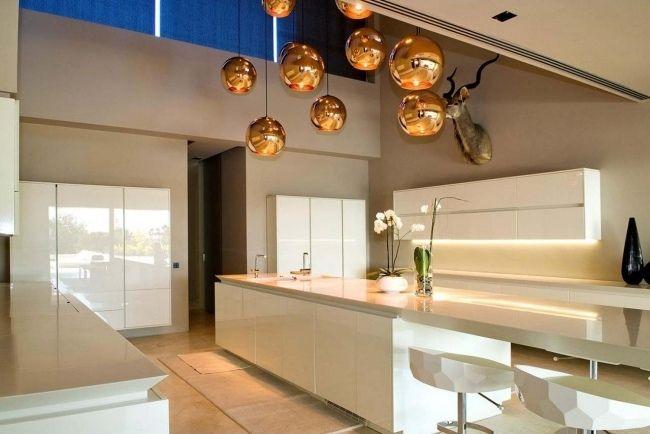 Küche modern weiß hochglanz unterbauleuchten pendelleuchten