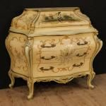 Great Venetian lacquered, golden and painted bureau