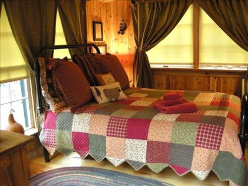 40 best cabin interiors images on pinterest cabin for Cozy country bedroom ideas