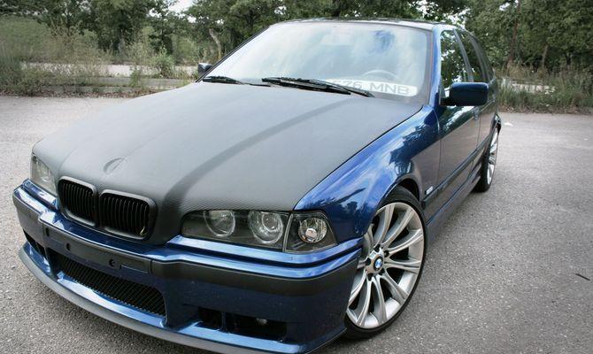 """БМВ Е36 выпускали с 1990 до 2000 годы с разными вариантами кузова – хэтчбек, универсал, кабриолет, седан, купе. Отечественных автолюбителей больше всего интересует тюнинг последних двух модификаций знаменитых немецких автомобилей. Именно купе и седаны BMW E36 чаще всего встречаются на российских дорогах. 1 Внешний тюнинг """"бэхи"""" 3 серии – что можно сделать самостоятельно? BMW E36 считается одним из самых продаваемых транспортных средств баварских автоконструкторов. Купе, седаны, а т..."""