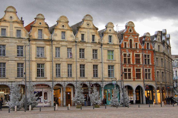 Les places d'Arras. la Place des Héros
