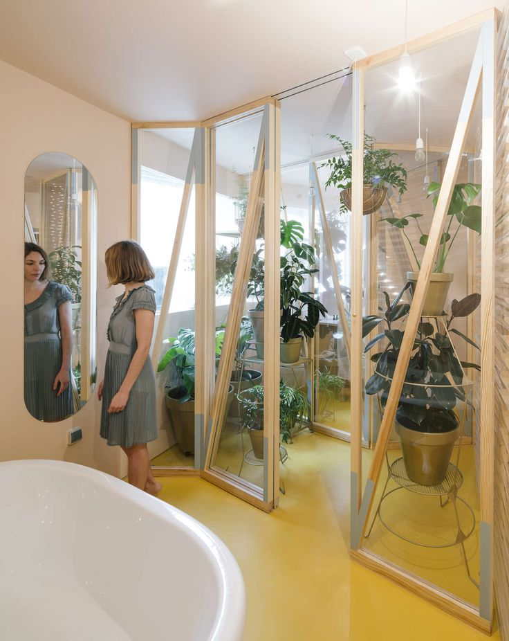 Bathyard home is an energetically rehabilitated 130m2 apartment in a residential building dating from 1900, organized around a new socio-bioclimatic domestic...