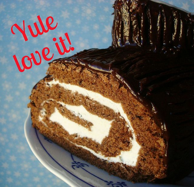 This Is How We Roll: How to Make a Yule Log Cake