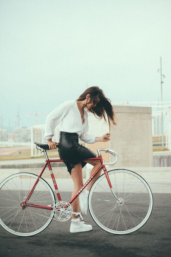 Colaboración especial con Luna de Marte. Fotos por Martina Matencio, Modelo Mireia Ruiz Vintage bike-Peugeot fixed-fixie-trackbike