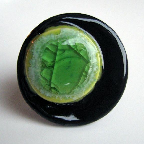 Porselensring med glass fra  Liv-Heléns Keramikksmykker