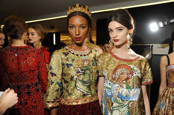 Backstage-at-the-Dolce-Gabbana-2014-Fall-Winter-Womenswear-Collection-Show-Makeup-Tips_41