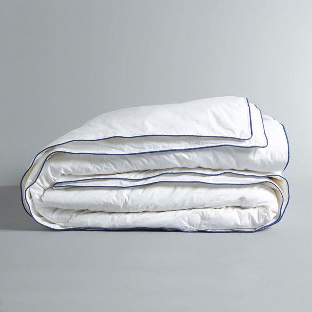 Couette en soie, 300g/m², Galaad AM.PM : prix, avis & notation, livraison.  La couette en soie, Galaad. Confort climatique et chaleur saine pour cette couette très fine, conçue pour apporter chaleur l'hiver et fraîcheur l'été, ce qui permet un usage tout au long de l'année. Confort : Les flocons de soie, souples et légers vous garantissent un sommeil sain puisque la soie est naturellement ...