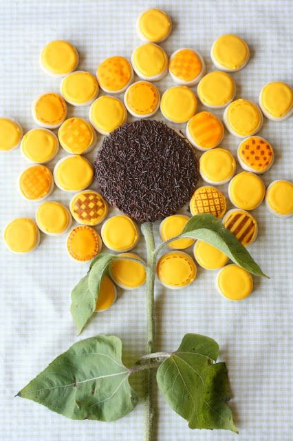 Munchkin Munchies: Giant Sunflower Cookie {or should I say cookies?}