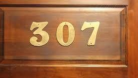 Mismo nombre, mismo hotel - A finales de los años 50 un hombre llamado George  se hospedó en el hotel The Brown, Kentucky, se registró en la recepción y le dieron el cuarto 307, después regresar de  una reunión de trabajo, Sr. Bryson fue a la recepción para ver si le había llegado algún correo, la recepcionista le dio una carta que estaba dirigida para el Sr. George Bryson del cuarto 307, pero cuando abrió la carta se dio cuenta que no era para él, sino para un hombre que había estado…