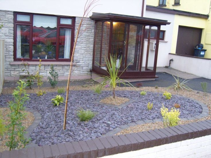 Inspiring low maintenance small front 800 600 for Plants for landscaping around house