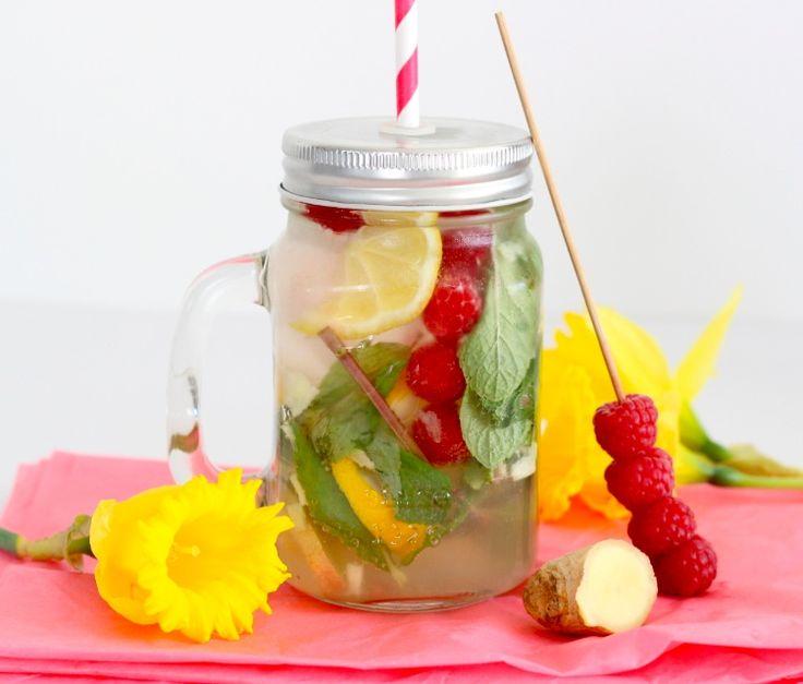 Zelf een heerlijk frisse dorstlesser maken? Lees op ons blog hoe je deze gember-citroenlimonade maakt. Leuk in onze Mason Jar!