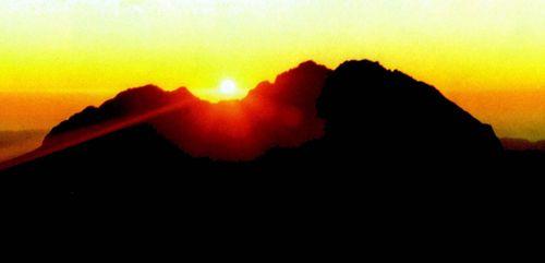 Sunrise on Hikurangi