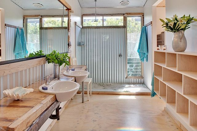 Love everything about this, especially the tin wall in the shower.