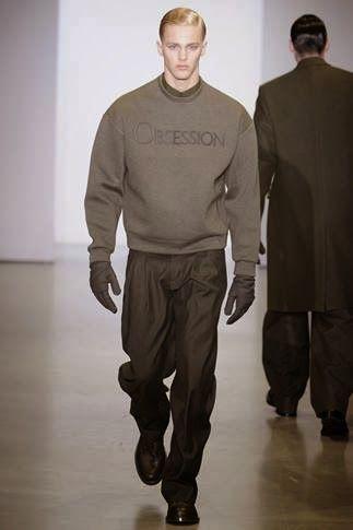 Per l'autunno 2014,lo stilista americano dal design minimalista e contemporaneoCalvin Klein, propone un total look da uomo, che include la...