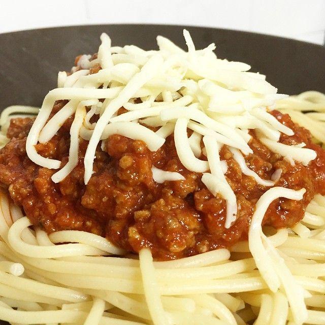 Leer nos da hambre, así que hoy toca boloñesa para cenar #buenprovecho #boloñesa #bolognesa #pastafresca #ñam #spaghettibolognesa http://paseandohilos.blogspot.com.es