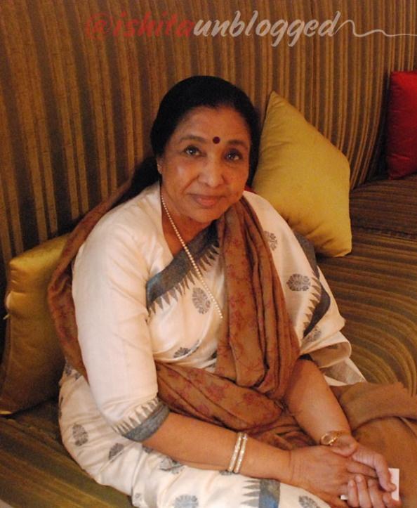 Asha Bhosle's Interview, Asha Bhosle's recipes, Asha's Restaurant... Cooking with Asha Bhosle... #Celebrity #Cooking, #Chicken #Keema, #CookingClass #interview #Dubai #UAE #EatingOut #FineDining #Indian #Poultry #NorthIndian #Recipes #SideDish