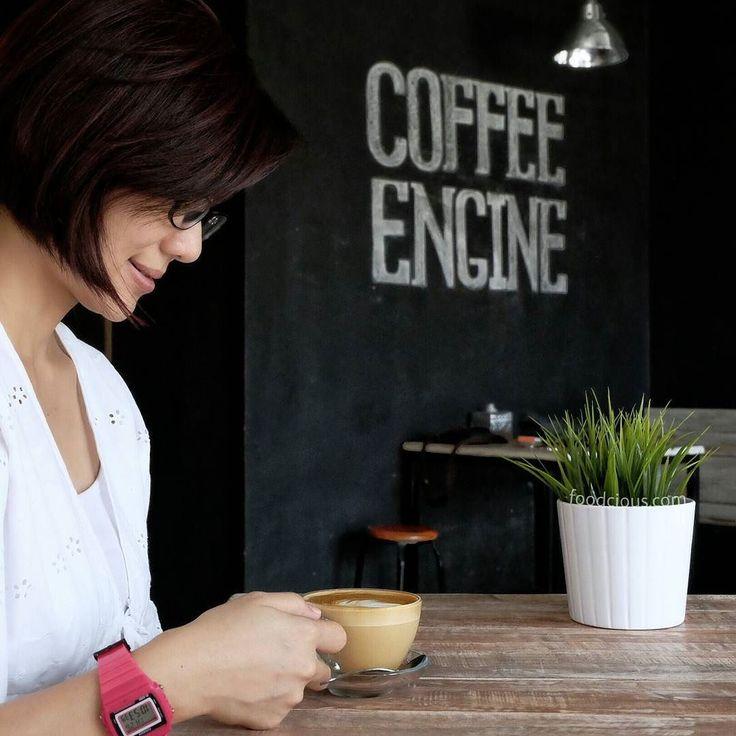 #Bali Sambil menunggu motor saya di cuci di @Coffee_Engine mari kita nikmati segelas #Cappuccino di coffee shop mereka.  Selain coffee shop yang digarap serius mereka juga specialist mencuci motor medium & big size dan juga premium scooter.