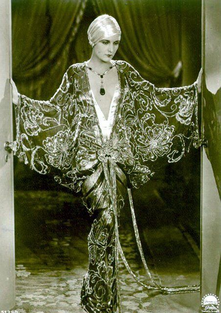 Evelyn Brent. Imagine what this dress looks like in color...