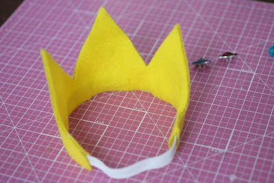 Repeat Crafter Me: No-Sew Felt Princess Peach Crown