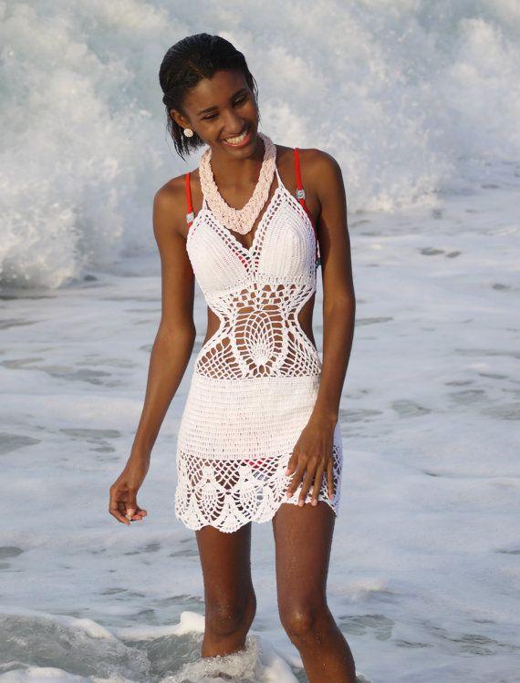 Fatto a mano cotone Crochet estate Dress ideale come bikini coprire,  Dimensionamento:  Piccole dimensioni si adattano taglie UK 6 e 8 (taglie 34 e 36) noi 2 & 4,  Medie dimensioni si adattano taglie UK 10-12 (taglie 38 e 40) ci 6 & 8,  Grande volontà ci si adatta taglie UK 14 e 16 (EU 42 e 44) 10 & 12  Extra-Large UK 18 UE 46 fianchi oltre 45/ 114 centimetri U.S. 14    Alluncinetto. può allungare abbastanza e cè cinghie  per legare e regolarlo che rende possibile indossare le dimensioni…