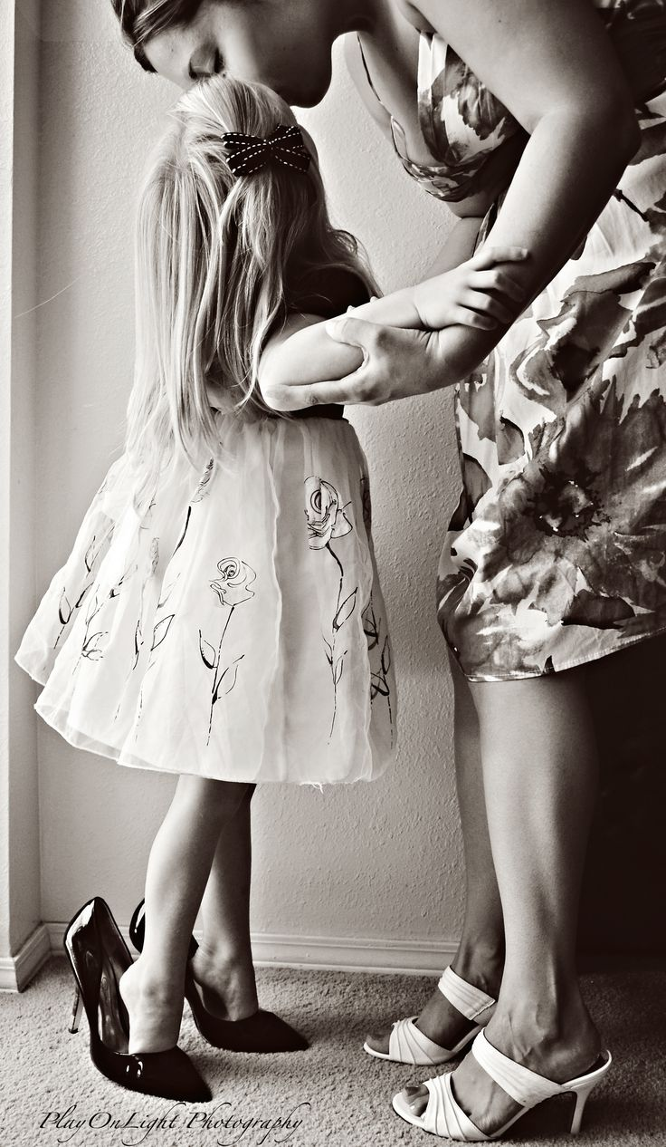tippy toes - mother daughter photography