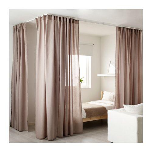 IKEA - VIDGA, Raumteiler/Ecke, Zur Befestigung an der Decke ist lediglich eine Schraube nötig.Die Gardinenschiene kann mit einer Bügelsäge das gewünschte Maß gekürzt werden.Mit den beigepackten Verbindungsstücken lassen sich Schienen in unbegrenzter Länge aneinanderkoppeln.