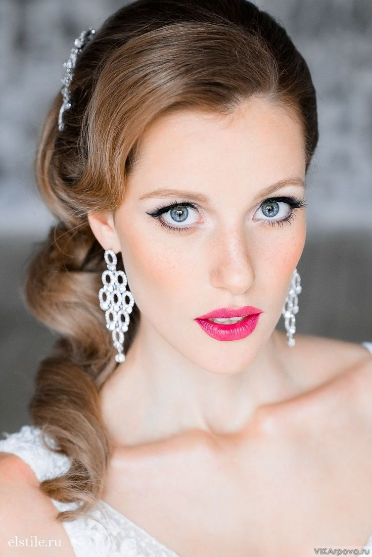 30 gorgeous wedding makeup looks mon cheri bridals -  A Full Out Vintage Vibe Here 13 Of The Most Gorgeous Vintage Wedding Hairstyles Vintage Wedding Hair Updo Vintage Wedding Hair Down Bridal Hair Updos