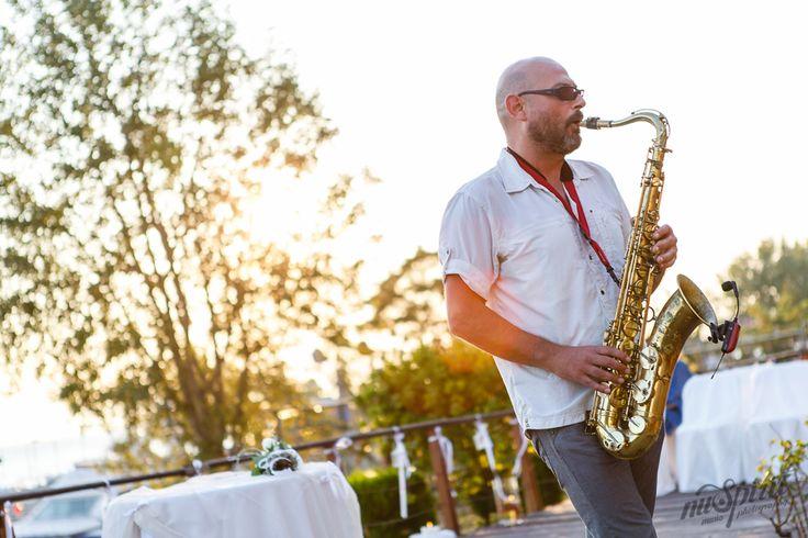 http://nuspirit.gr/blog/single_post/diplos-gamos-me-live-saxofono