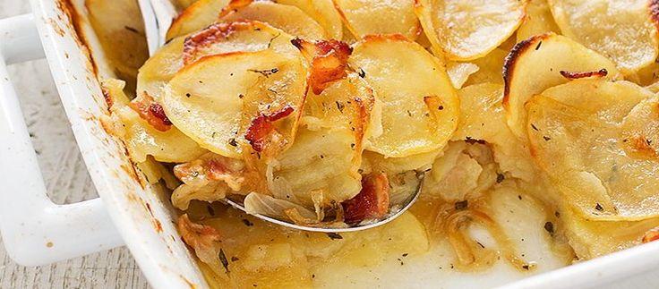 Patatas gratinadas con puerro y queso - Las patatas gratinadas con puerro y queso son la guarnición perfecta para cualquier plato de carne o pescado, además ese toque que otorga el puerro pochado hace que el plato adquiera un sabor incomparable.