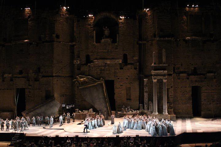 OTELLO – RAKKAUS, MUSTASUKKAISUUS JA KUOLEMA Giuseppe Verdin mestarillinen Otello on Oopperajuhlien uutuusteos