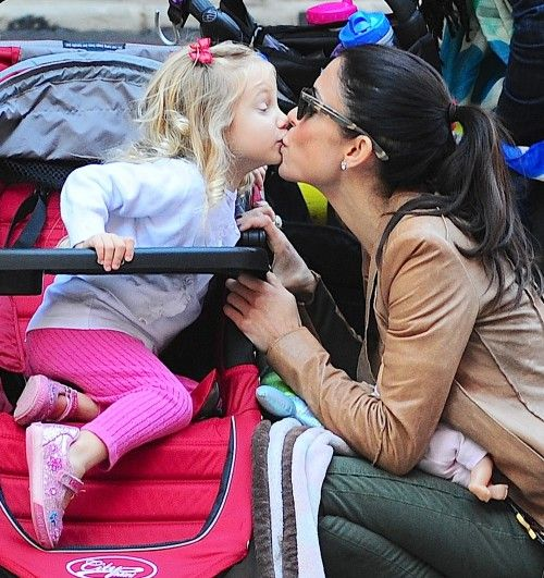 Bethenny Frankel and Bryn share a mother-daughter Kiss **USA, Canada, Australia ONLY**