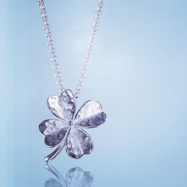Love it? Win it! This sweet four leaf clover pendant by @Mosami is ethically made from #recycled #silver, and it could be yours! Enter to win it at www.eluxemagazine.com/win 🍀🍀🍀 #competitions #giveaways #winit #sweepstakes #ethical #jewellery #necklaces #ethicaljewelery #Jewelry #sustainable #luxury #instagramprizes #prizes #sustainableluxury #positiveluxury