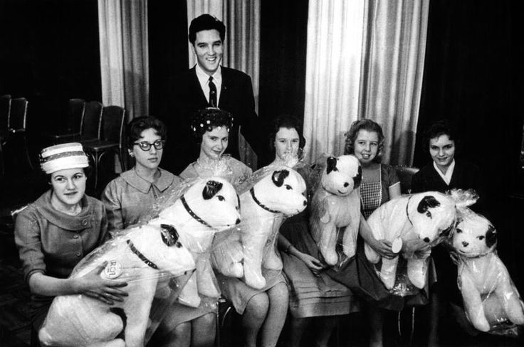 Elvis Was Holding A Press Conference At The Hotel Claridge