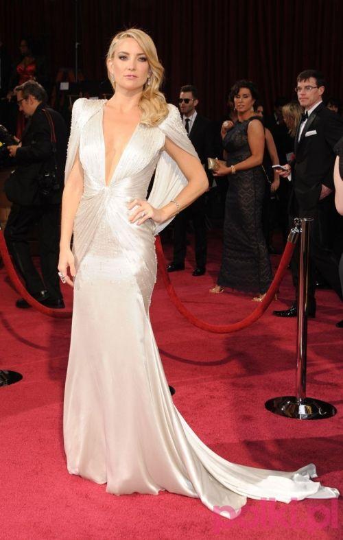 Oscary 2014: Kate Hudson w kreacji Atelier Versace. Inspiracja dla odważnych Panien Młodych ;)